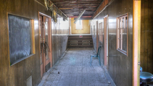 hallway_tonemapped